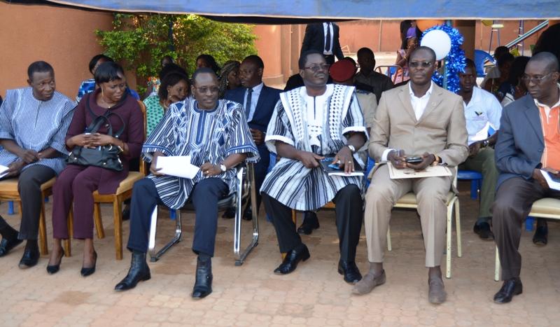 Plusieurs responsables du ministère de l'action sociale et d'ONG étaient présents.
