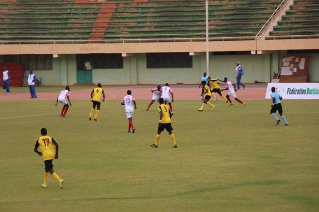 Lors de la 9ème journée de Fasofoot, l'ASFB (jaune) s'est à nouveau inclinée pour se retrouver à la dernière place