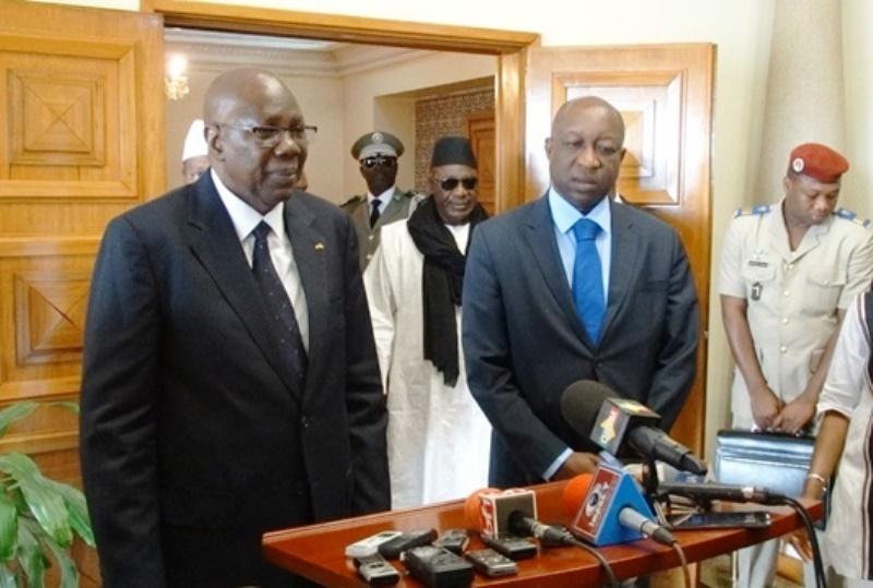 Le Premier ministre malien (à gauche) à sa sortie d'audience.