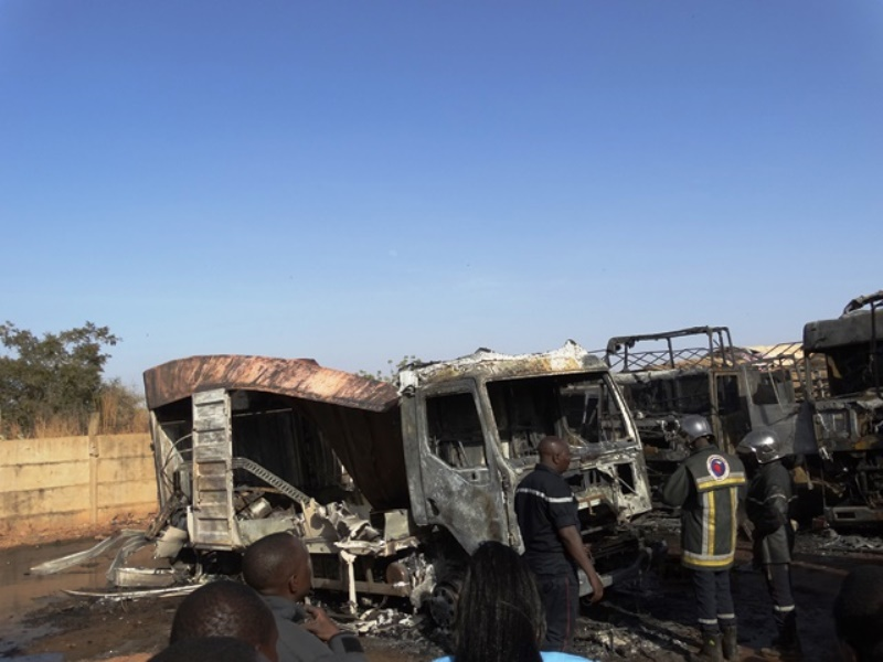 Ce qui reste des camions calcinés  © Burkina24