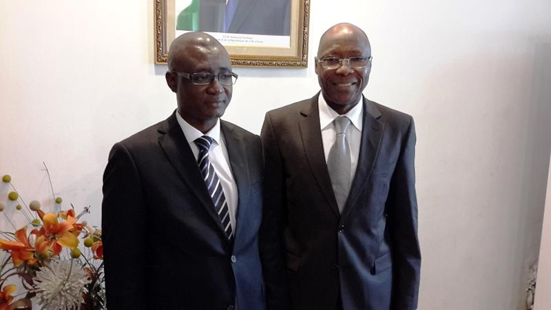 Le nouveau conseiller Oumaro Ouédraogo avec à sa gauche le DG adjoint des Douanes ivoiriennes, le Colonel Pierre A. Da.