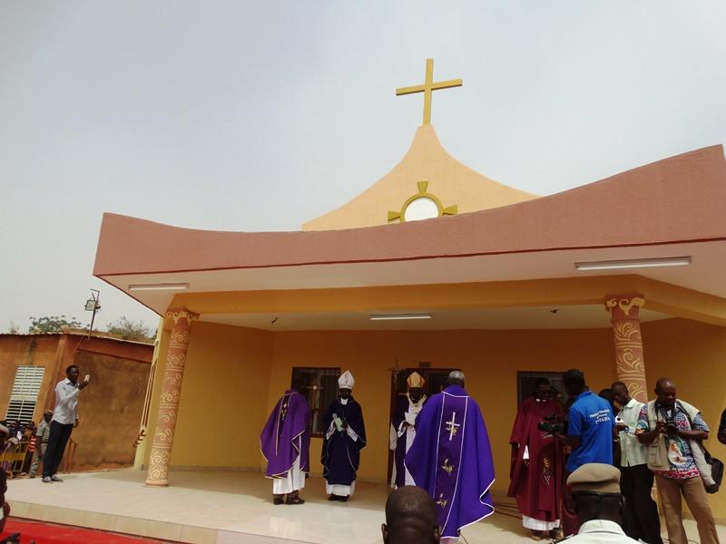 """La chapelle d'adoration """"Béthanie"""", vue extérieure. © Burkina24"""