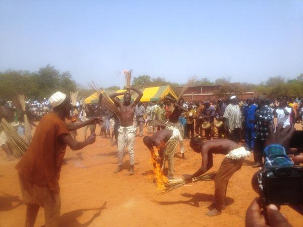 La troupe senoufo a été maitre du feu au cours de la cérémonie