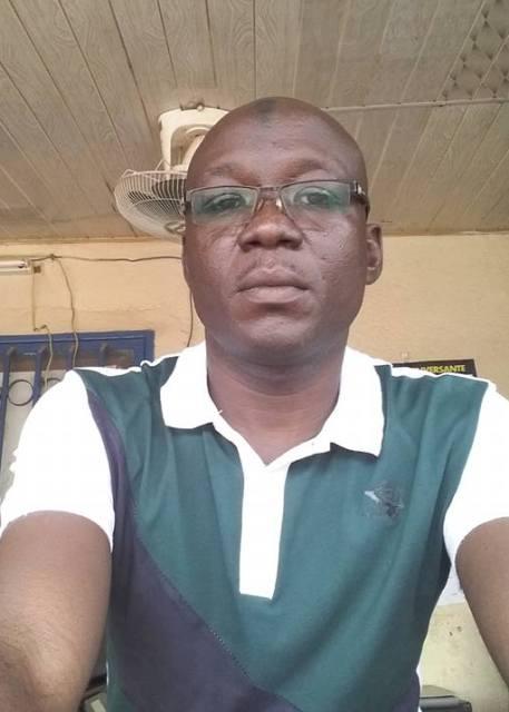 Mamoudou Sourwema, informaticien, responsable de cybercafé et vendeur d'appareils électroniques à Ouagadougou.