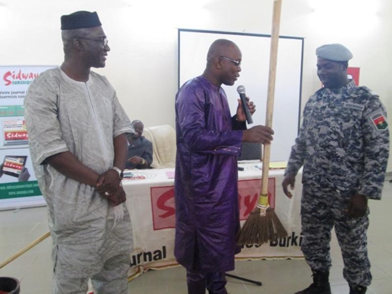 Des matériels de nettoyage d'une valeur de 2 millions de F CFA pour soutenir la prison.