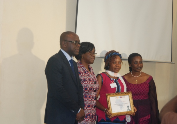 La lauréate du prix sur les MGF