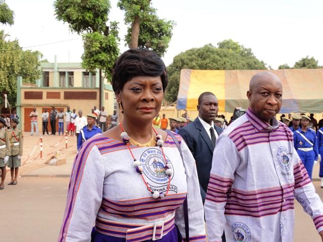 La Première dame et présidente de la cérémonie avec à sa gauche le Premier ministre, chef de l'exécutif. © Burkina24