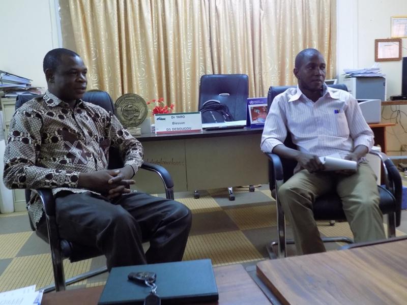 Le Directeur régional de la santé de la Boucle du Mouhoun, Dr Robert Karama (à gauche) et le Médecin Chef du District de Dédougou, Biessan Yaro.