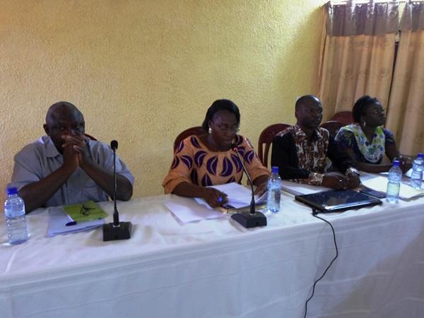 La Présidente du Comité du Bassins de l'AEC, Dr Kam Traoré Adèle (milieu)