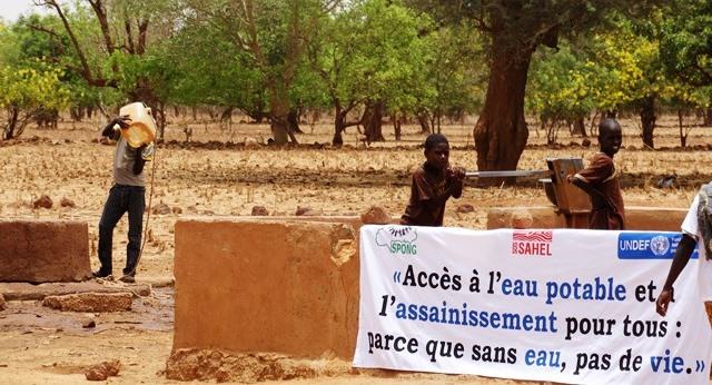 Ce seul forage ne suffit pas à résorber les besoins en eau de la population de Rissiam.
