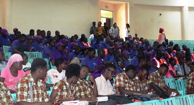Des élèves et des Volontaires adjoints de sécurité son venus prendre part à la cérémonie de lancement de la campagne.