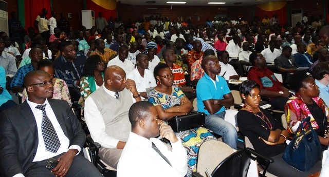 Le public venu prendre part à la projection des résultats du sondage sur les 100 jours du Président Kaboré