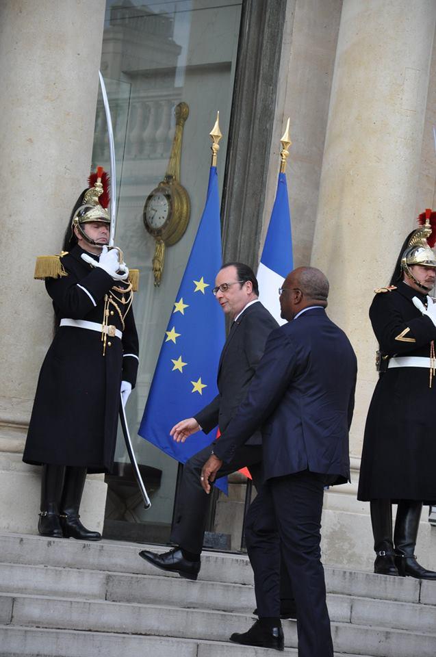 François Hollande assure que la France restera aux côtés du Burkina Faso