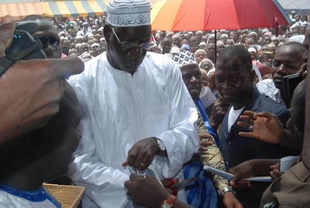 C'est devant une foule nombreuse que Salif Diallo a procédé à la coupure du ruban, inaugurant la nouvelle mosquée de la Fondation