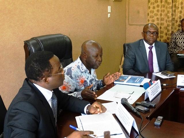 La délégation ministérielle avec à sa tête le ministre d'Etat, ministre de la sécurité intérieure a rencontré les responsables des compagnies de transports en commun.© Burkina24
