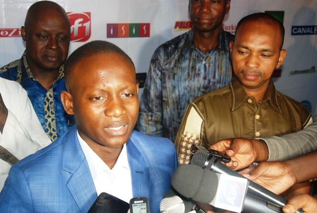 Le promoteur de la Nuit des Sotigui, à sa droite, le ministre burkinabè en charge de la culture