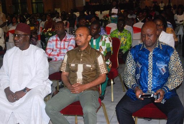 Les officiels au cours de la cérémonie