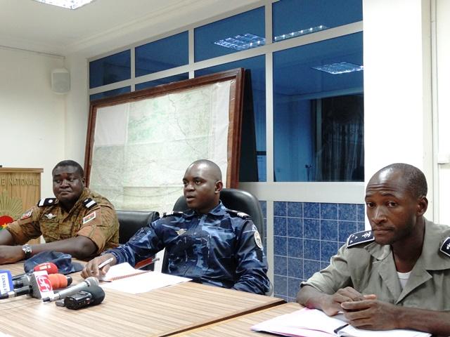 Le commandant Evrad Somda (au milieu) a fait le point de la situation sécuritaire