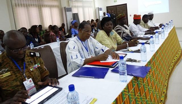 Responsables de sécurité et leaders religieux et coutumiers sont présents à la rencontre.