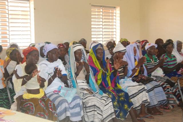 Les bénéficiaires ont remercié les iniateurs du projet par de multiples applaudissements