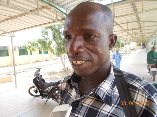 "2)Issaka Zabsonré, accompagnant d'un malade sexagénaire: ""On a fait des examens mais on n'a rien payé"""