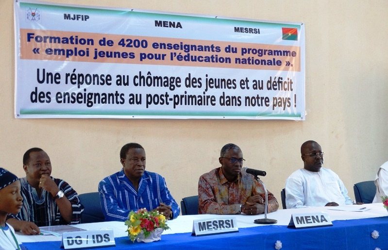 Le comité interministériel du MENA, du MJFIP et du MESRSI était présent à la cérémonie de lancement du projet. © Burkina24
