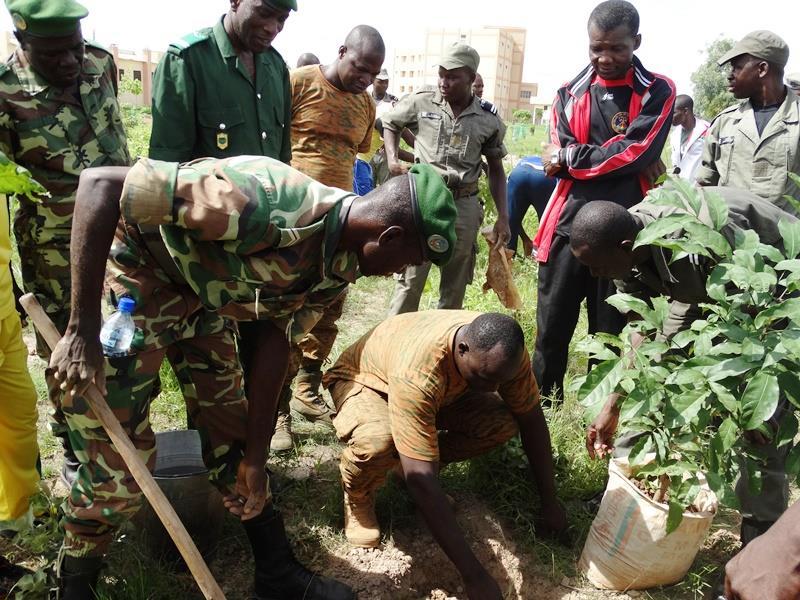 La brigade territoriale de la brigade territoriale de Pabré était aux côtés des élèves pour la circonstance. © Burkina24