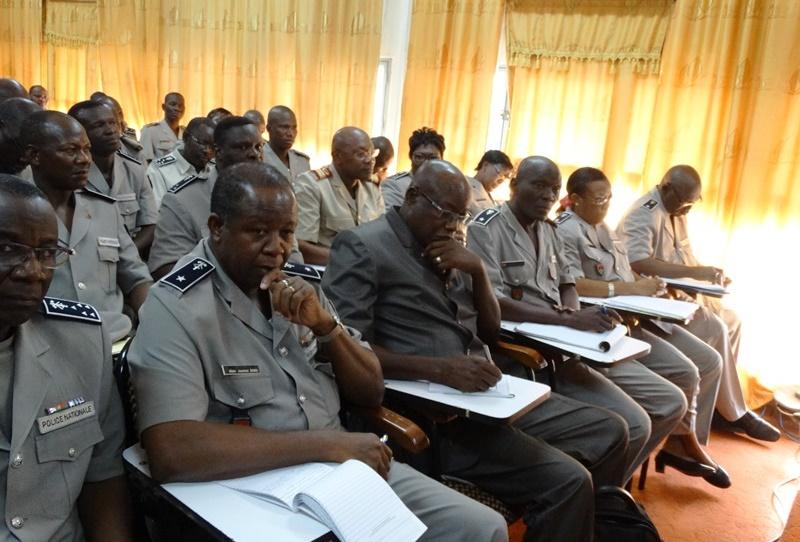 La hiérarchie policière face à lors des échanges avec le ministre de la sécurité intérieure. © Burkina24