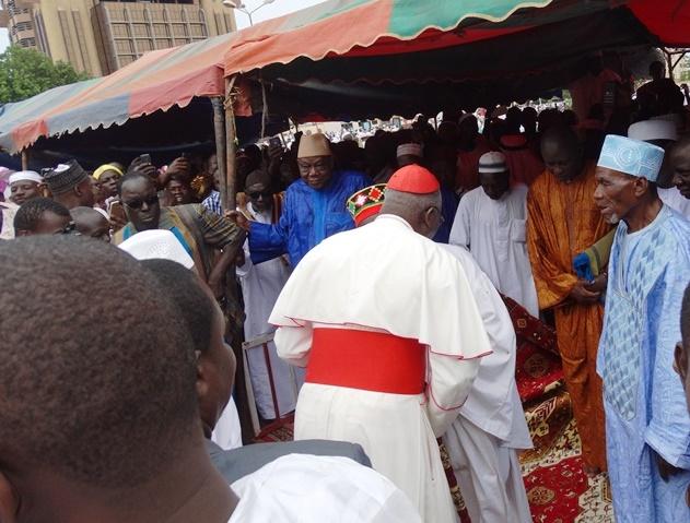 Le cardinal Philipe Ouédraogo et le Mogho Naba Baongho à l'issue de la prière. © Burkina24