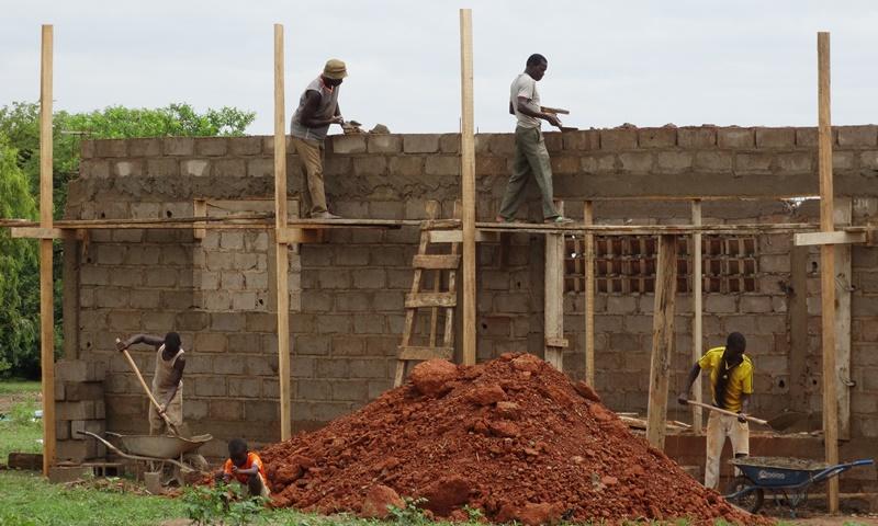 L'unité d'étuvage de Kienfangué est en pleine construction. © Burkina24