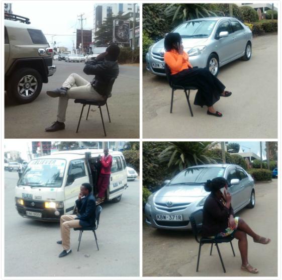 Des Ougandais s'amusent à imiter leur Président.