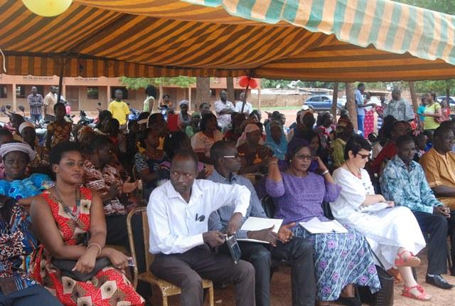 Une vue des parents d'élèves au cours de la cérémonie
