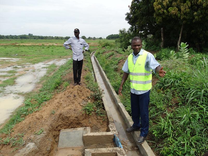 Yacouba Traoré, coordonnateur des travaux de construction des canaux secondaires sur le lit de la superficie irriguée de Boulbi. © Burkina24