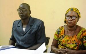 Zénabo Tiendrébéogo (droite), militante de l'UPC à Saponé