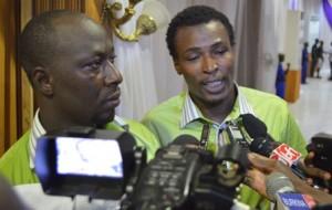 de la gauche à la droite, Ousmane Bamogo (Kélékakouka) et Siatik (Irissa Nikiéma)