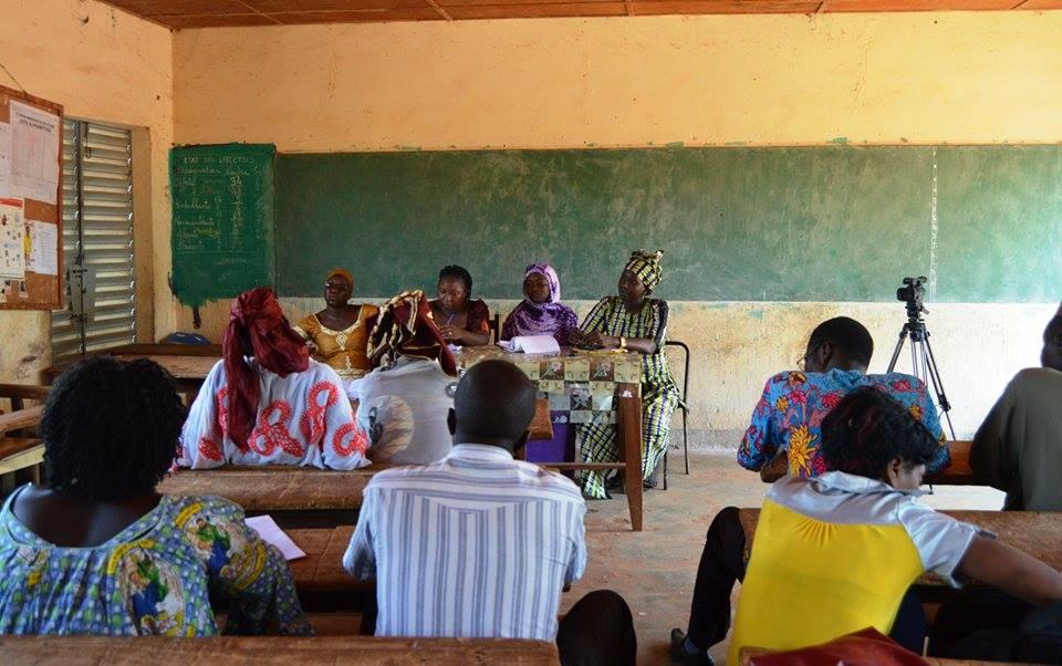 Séance de sensibilisation avant la projection du soir - © Burkina24