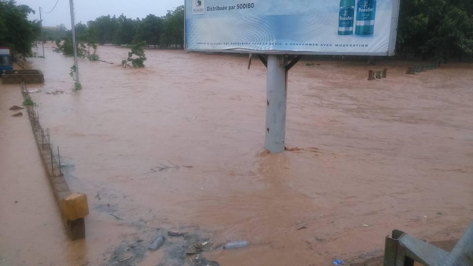 Le principal canal du Kadiogo a disparu sous les eaux ce 20 juillets 2016 - © Burkina24