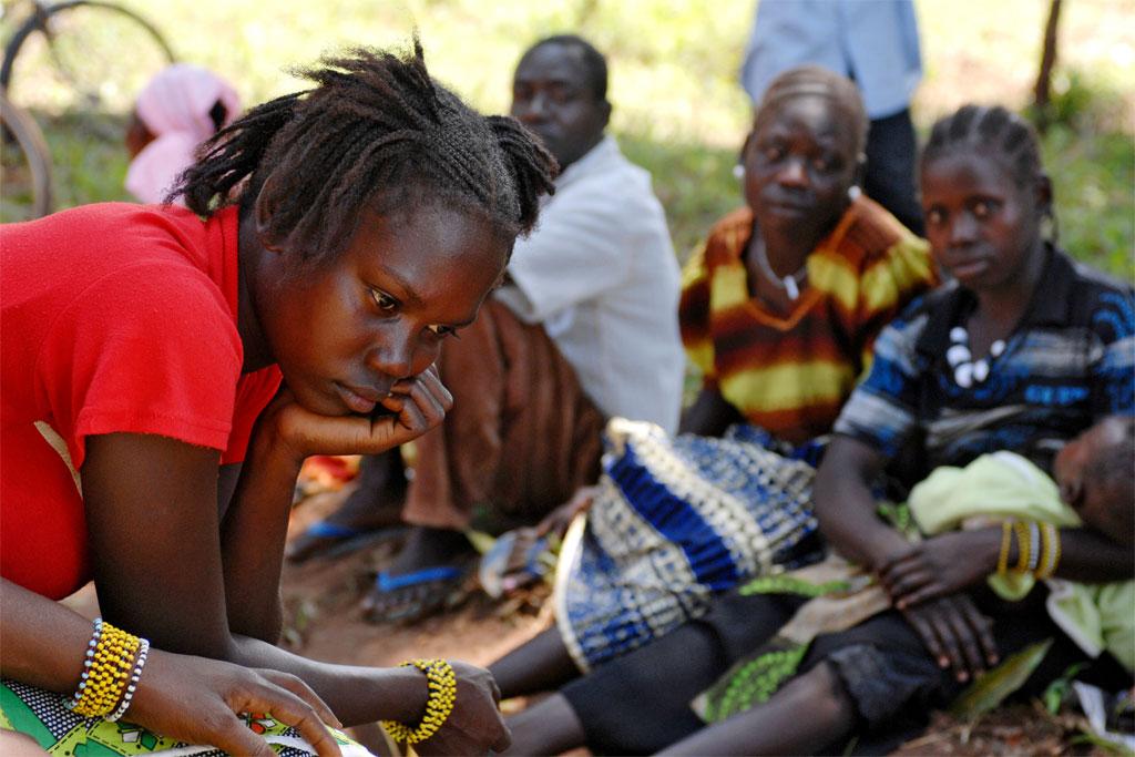 En raison des attaques de l'Armée de résistance du Seigneur (LRA), beaucoup de civils soudanais ont été déplacés (septembre 2009). Photo ONU/Tim McKulka