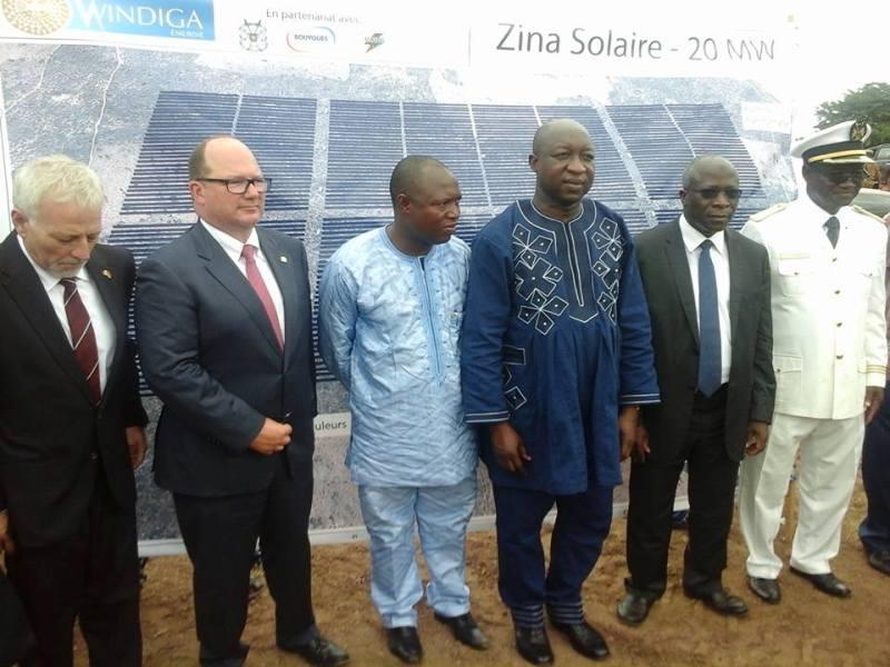 Les officiels lors du lancement des travaux de construction de la centrale solaire de Zina. (© Primature)