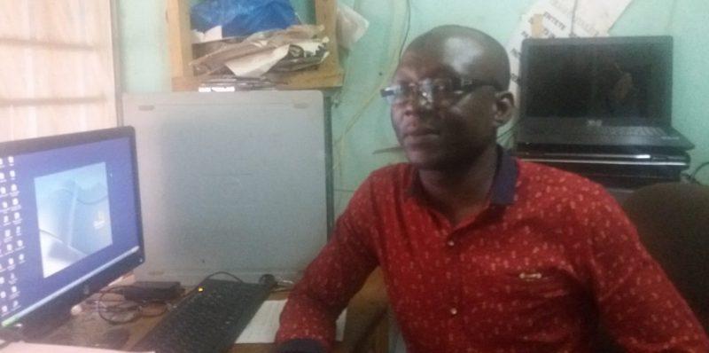 """Mamoudou Sourwema, Responsable du """"Cyber des Amis"""""""