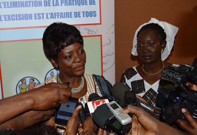 Sika kaboré, épouse du chef d'Etat et présidente d'honneur du conseil national de lutte contre la pratique de l'excision