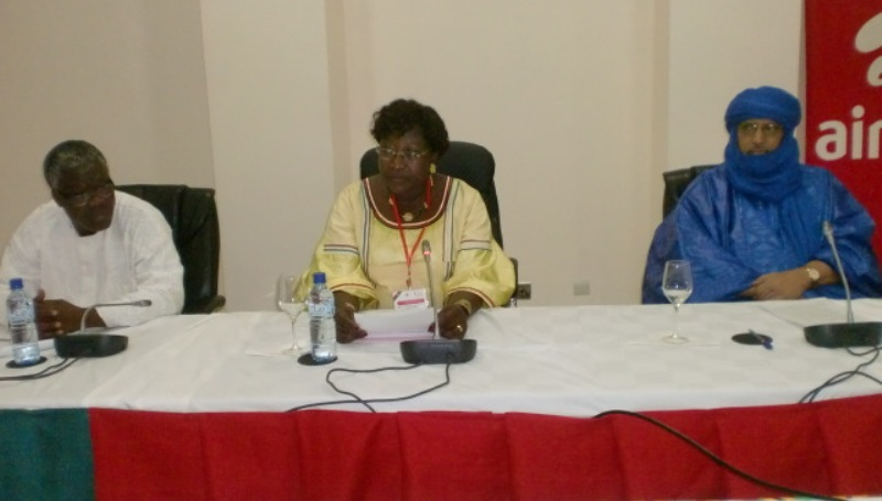Présidium lors de la cérémonie de clôture du forum.