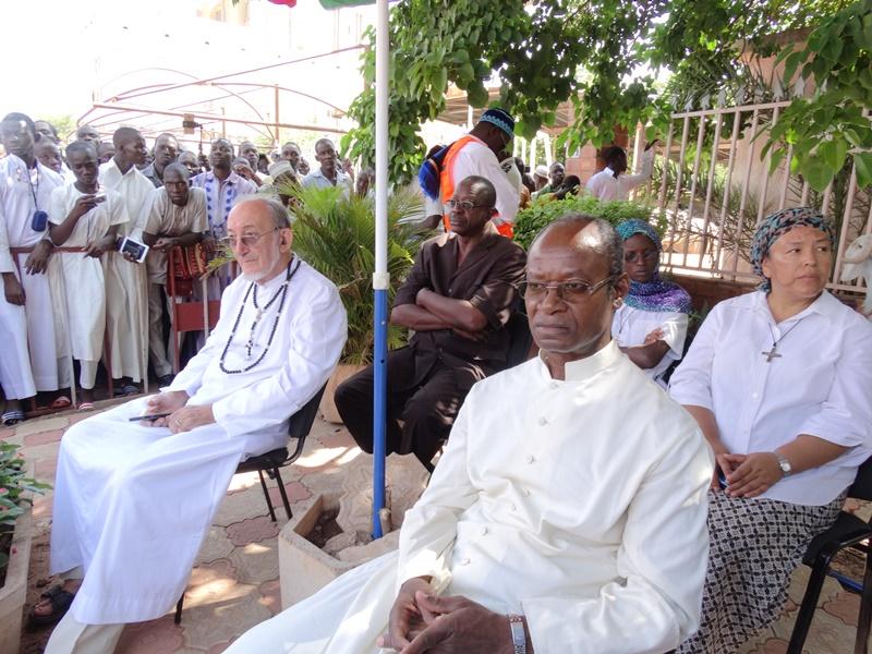 L'abbé Jacob Yoda (premier plan) a accompagné la délégation de l'église catholique © Burkina24