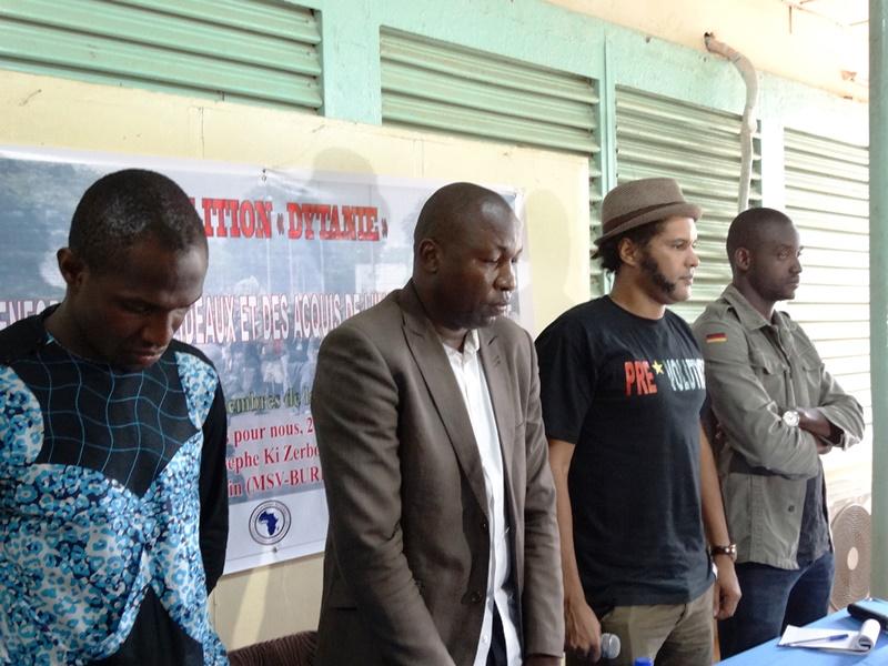 Les animateurs de la conférence ont observé une vrai minute de silence © Burkina24