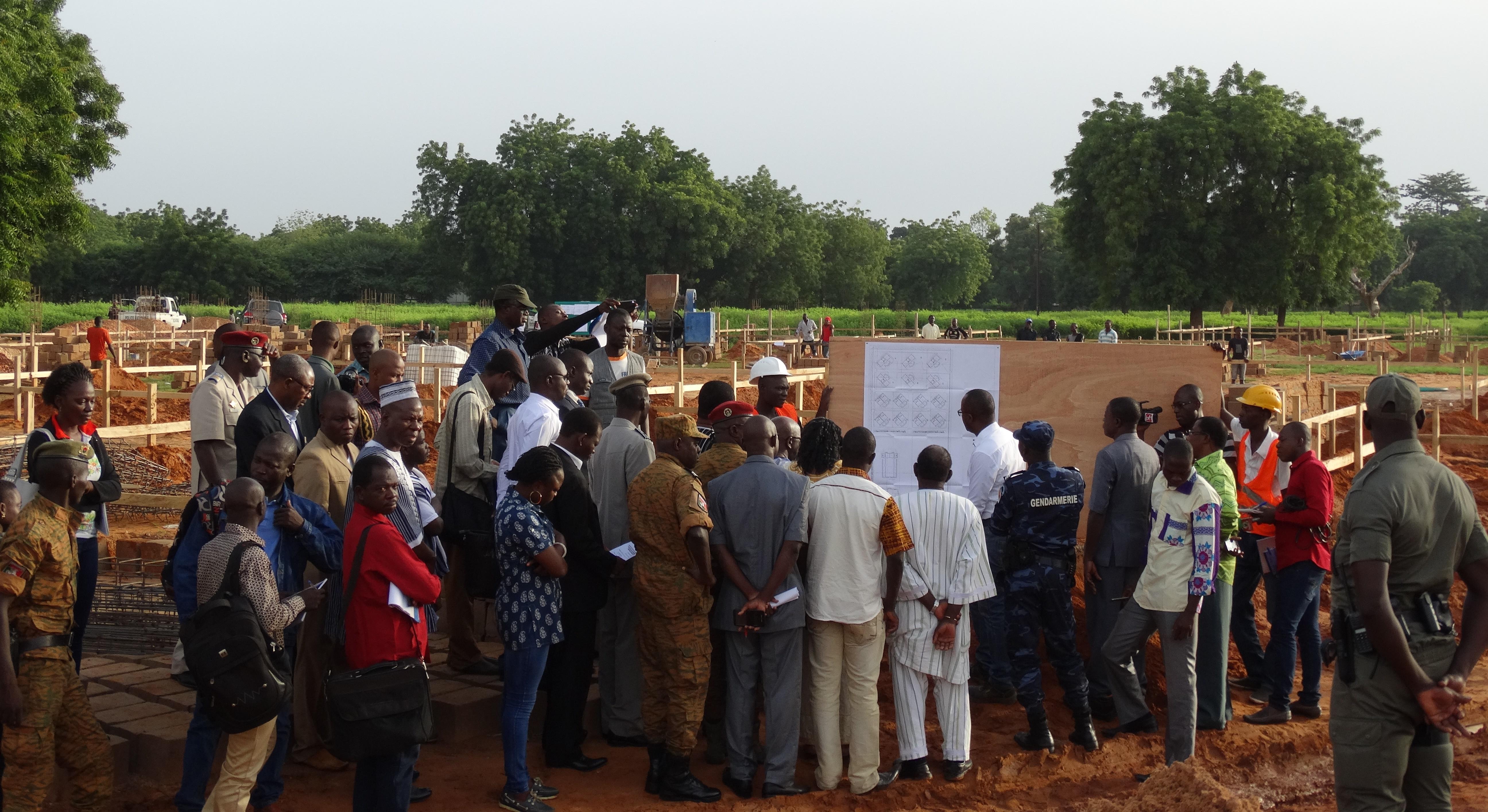 Simon Compaoré, président du comité d'organisation du 11 décembre en visite de chantiers avec à sa gauche son collègue Eric Bougouma des infrastructures © Burkina24