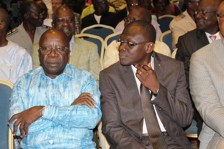 Le CESDS veut être un outil d'aide à la décision. Ici deux membres du gouvernement burkinabè, dont le ministre de la sécurité (à gauche), lors du lancement - © Burkina24