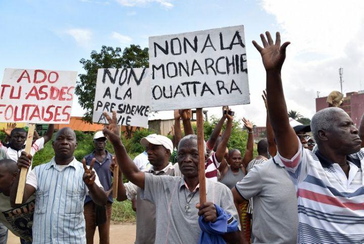Des militants de l'opposition ivoirienne contre le nouveau referendum.