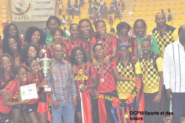 Le Primero Agosto d'Angola conserve son trophée
