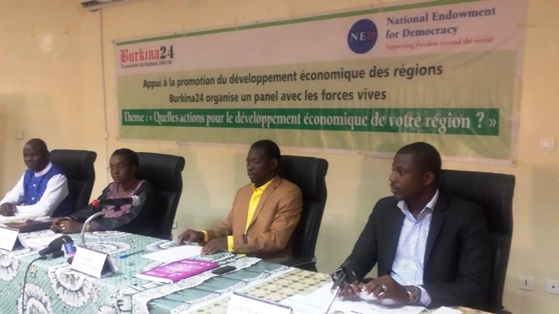 De d. à g. le directeur général de Burkina24, le président du conseil régional, la gouverneure et le maire de la commune de Kaya