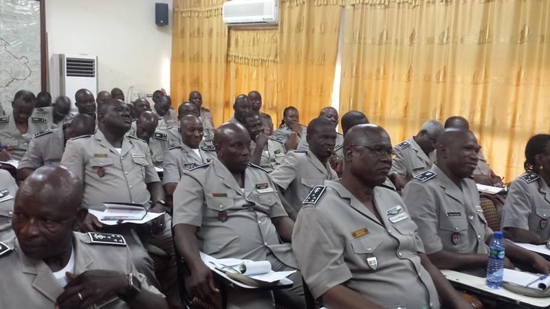 Des éléments de la hiérarchie lors de la rencontre avec le ministre de la sécurité.© Burkina24